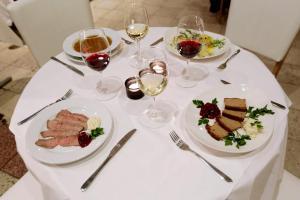 hotellogos-wwa-gal04-08-restauracja